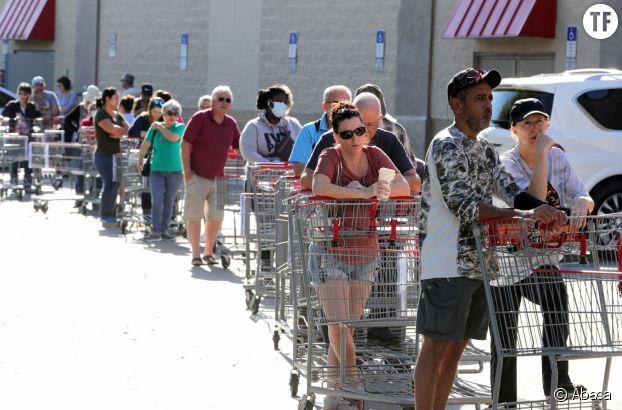 Queues dans les supermarchés américains pendant l'épidémie de coronavirus le 19 mars à Altamonte Springs