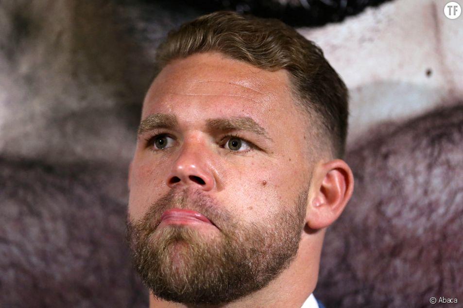 """Un boxeur explique """"comment frapper sa femme"""" en plein confinement"""