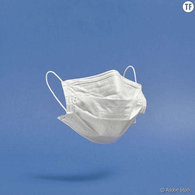 """Le masque est """"le seul moyen, le plus simple et le moins cher pour faire cesser la pandémie"""", insiste Dr Michaël Rochoy."""