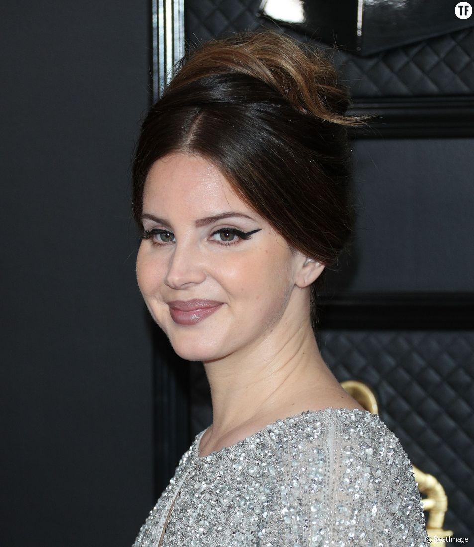 Lana Del Rey suscite la perplexité sur les réseaux.