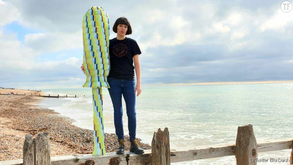 La militante Ella Daish et son tampon périodique géant