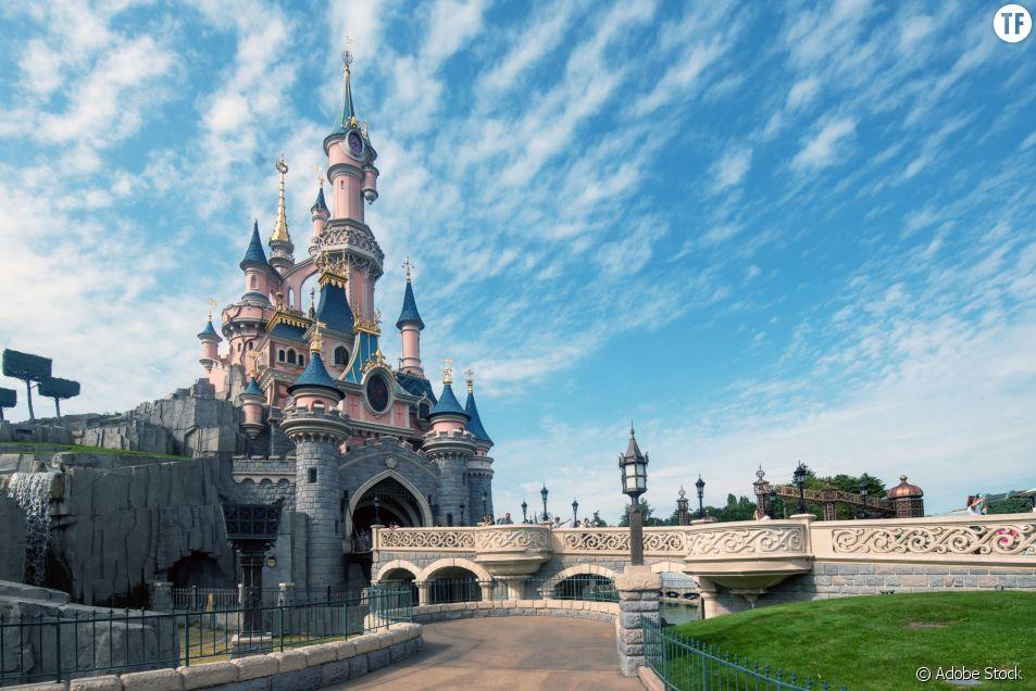 Empêchée d'allaiter à Disneyland Paris par des agents de sécurité : la photo qui crée le tollé