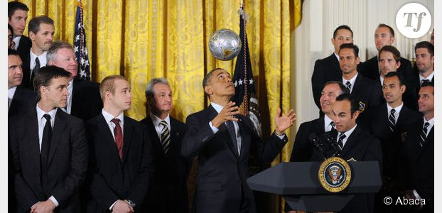 Barack Obama se prend pour un footballeur avec les Los Angeles Galaxy