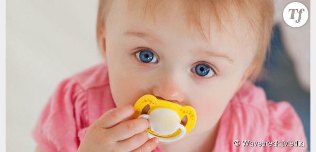 Lécher la tétine de son bébé renforce son système immunitaire
