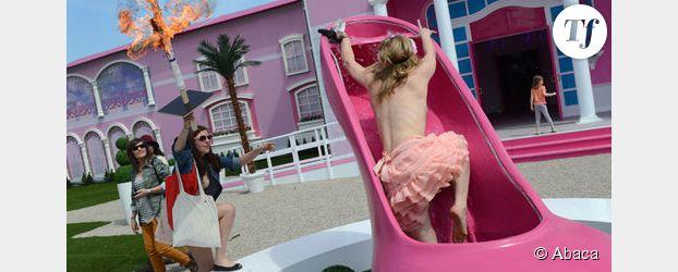 Barbie : les Femen attaquent la maison géante de la poupée jugée sexiste