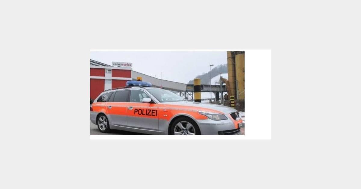 louer une voiture de police pour faire fuir les voleurs. Black Bedroom Furniture Sets. Home Design Ideas