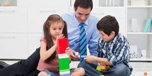Harcèlement au travail : les pères attentionnés en sont les premières victimes