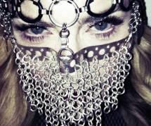 Madonna : sa photo en niqab de fer fait scandale sur la Toile