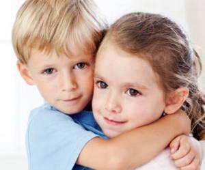 Grandir avec une sœur rend heureux... et conservateur