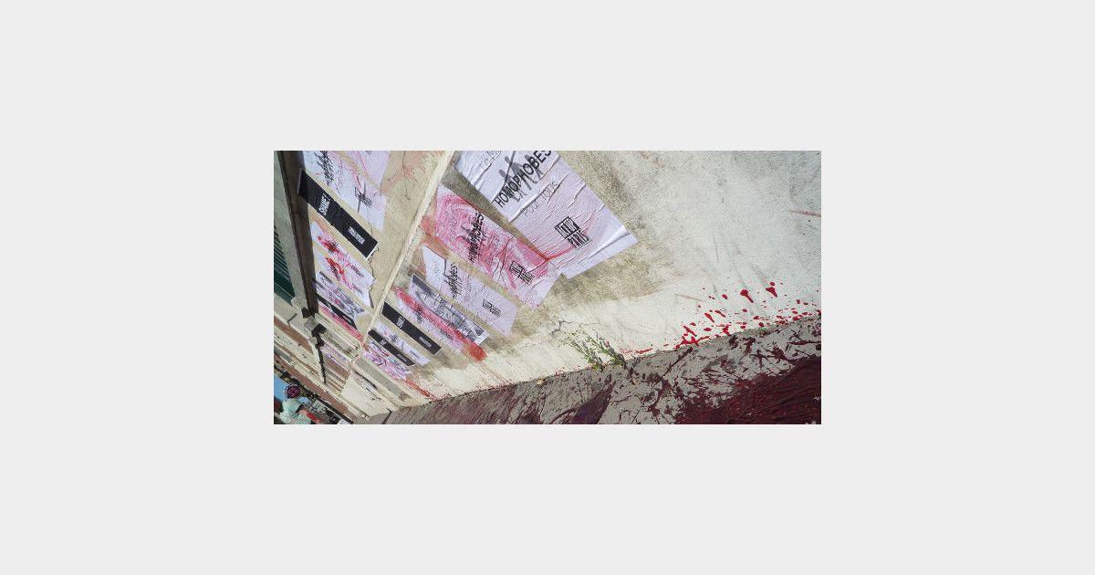 Act up des militants versent du faux sang contre la manif pour tous - Fabriquer du faux sang ...