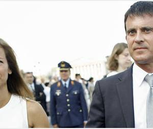 "Manuel Valls : ""pose tendresse"" avec Anne Gravoin dans Paris Match"
