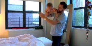 Gavin McInnes fait du catch avec un bébé – vidéo