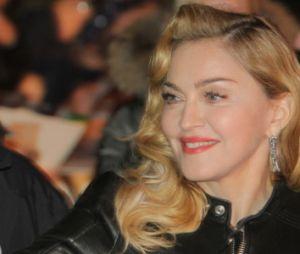 Madonna s'explique après une photo de son fils une bouteille d'alcool à la main