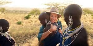 """""""Rendez-vous en terre inconnue"""" : Mélissa Theuriau chez les Massaïs – vidéo"""