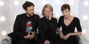 Louise Bourgoin montre ses seins sur Canal+ - vidéo
