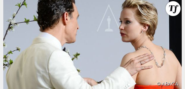 Oscars 2014 : Jennifer Lawrence tombe (encore) sur le tapis rouge (vidéo replay)