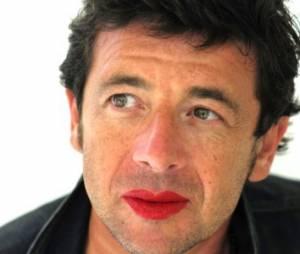 Du rouge sur les lèvres des hommes pour combattre les violences faites aux femmes