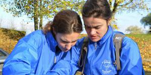 """Rallye Aïcha des Gazelles 2014 : qui se cache derrière l'équipage au """"Dinosaure vert"""" ?"""