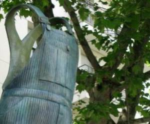 Coluche : une statue érigée à Montrouge pour ce monument disparu il y a 25 ans