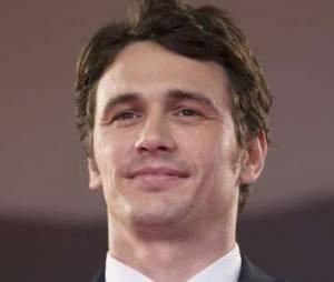 James Franco adepte du selfie nu sous la couette