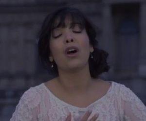 """Indila dévoile le clip de """"Tourner dans le vide"""""""