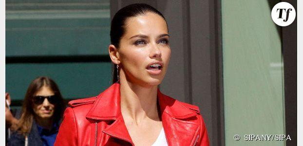 Adriana Lima fait le buzz en se cognant contre un rétroviseur – vidéo