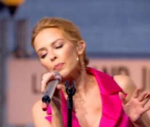 Grand Journal : la culotte de Kylie Minogue dévoilée par un coup de vent