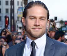 Cinquante nuances de Grey : Charlie Hunnam regrette de ne pas jouer Christian