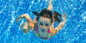 10 raisons de fuir la piscine avec des enfants