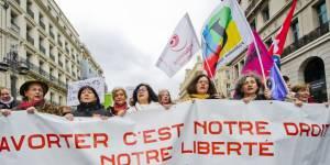 """IVG : le Conseil constitutionnel valide la suppression de la """"situation de détresse"""""""
