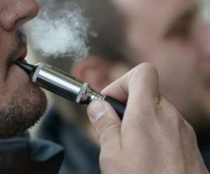 """L'usage de l'e-cigarette """"ne devrait pas être restreint"""", affirme une étude"""
