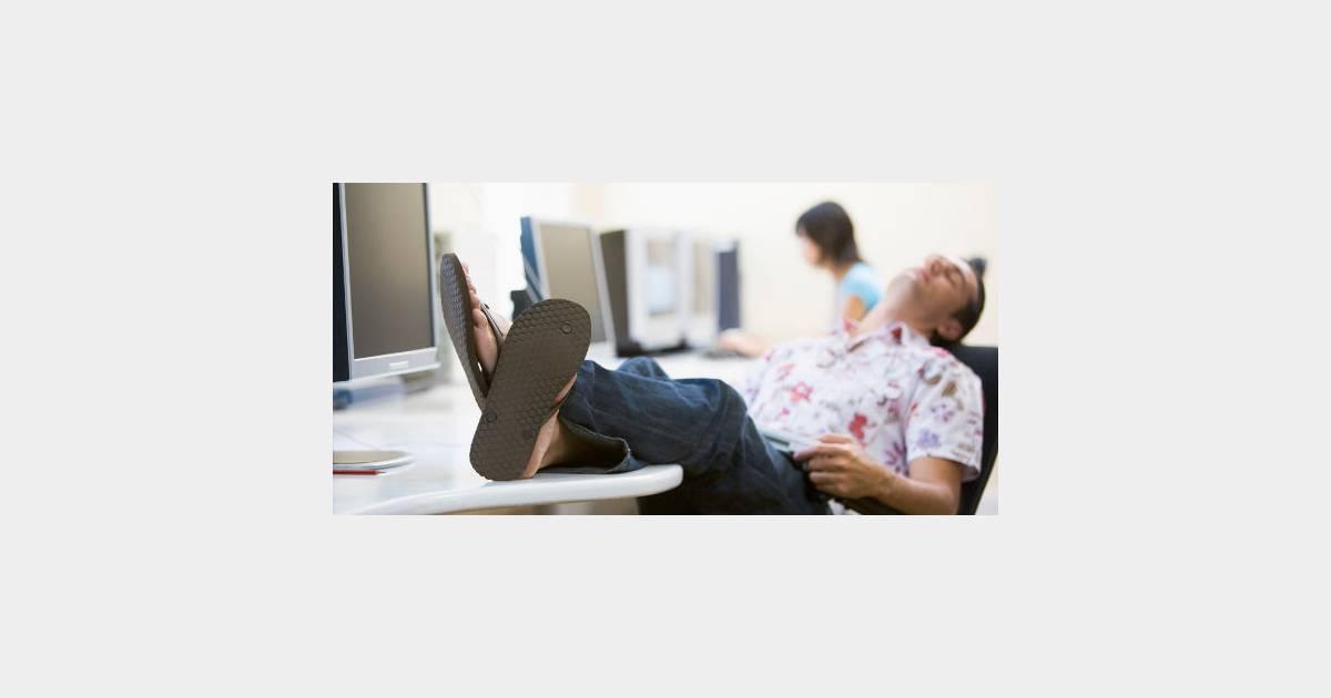 3 astuces pour se la couler douce au bureau en ao t. Black Bedroom Furniture Sets. Home Design Ideas