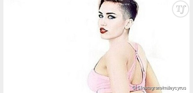 Miley Cyrus se moque des fesses de Nicki Minaj