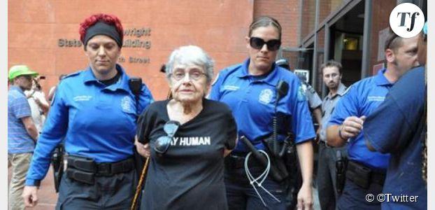 Ferguson : émoi après l'arrestation d'une manifestante de 90 ans, survivante de l'holocauste