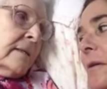 Atteinte d'Alzheimer, une maman reconnait sa fille (Vidéo)