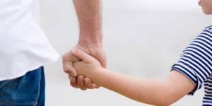 Coparent : Nora Berra veut des droits pour les parents non biologiques