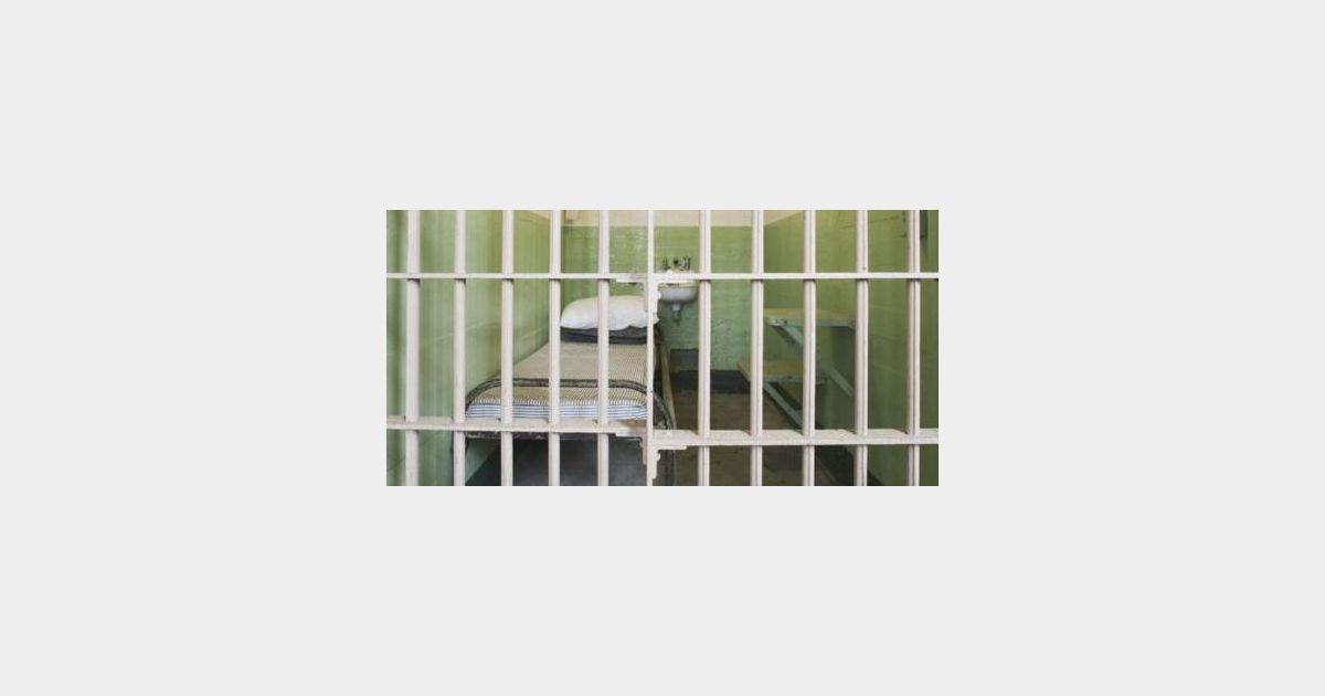 le voleur des administrations arr t rouen dans le bureau de sa m re. Black Bedroom Furniture Sets. Home Design Ideas