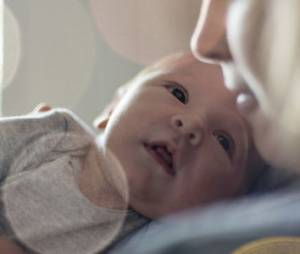 Congé parental : le gouvernement veut le limiter à 18 mois pour les mères