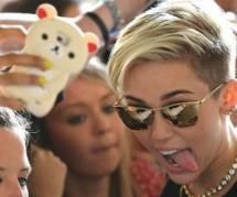 Revoir la chute de Miley Cyrus lors de son concert - en vidéo