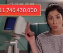 """Sarah Silverman dénonce les inégalités salariales dans un sketch """"couillu"""""""