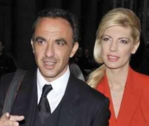 """Nikos Aliagas dans """"Paris Match"""" : qui est Tina, sa compagne et mère de sa fille Agathe ?"""