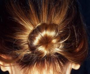 Cheveux fins : les coupes, les coiffures et les produits anti-platitude