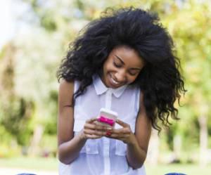 Alerte, les textos donnent des rides et font mal au dos