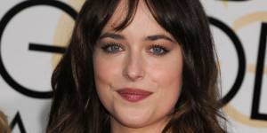 Fifty Shades of Grey : une photo de Dakota Johnson jeune et très tatouée
