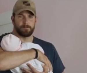 """""""American Sniper"""" : le faux bébé du film de Clint Eastwood fait le buzz"""