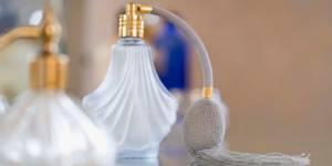 Conseillère en parfumerie et artiste peintre