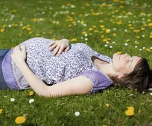 Congé maternité : pourquoi les femmes ne sont pas près d'avoir 20 semaines