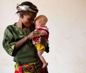 Une mère et sa fille forcées de vivre dans un centre de protection en Tanzanie, août 2012