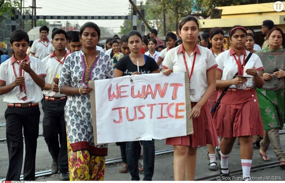 Des étudiantes indiennes manifestent leur colère après le viol d'une religieuse de 70 ans
