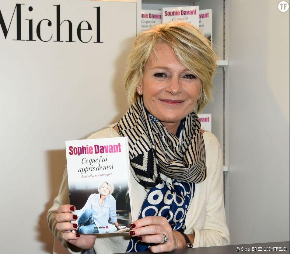 """Sophie Davant vient de publier """"Ce que j'ai appris de moi - Journal d'une quinqua"""" chez Albin Michel"""